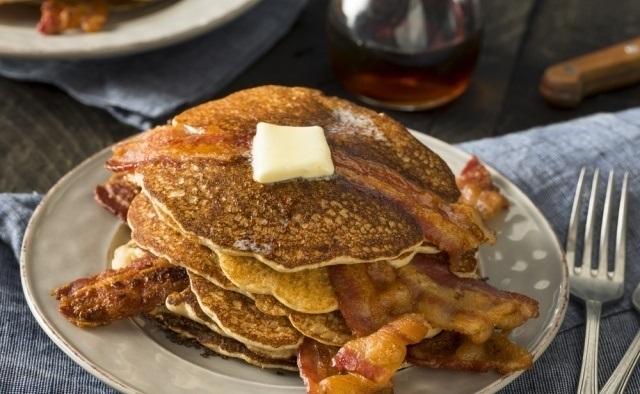 Keto pancakes with bacon