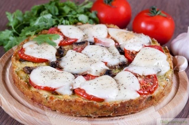Keto pie based on zucchini