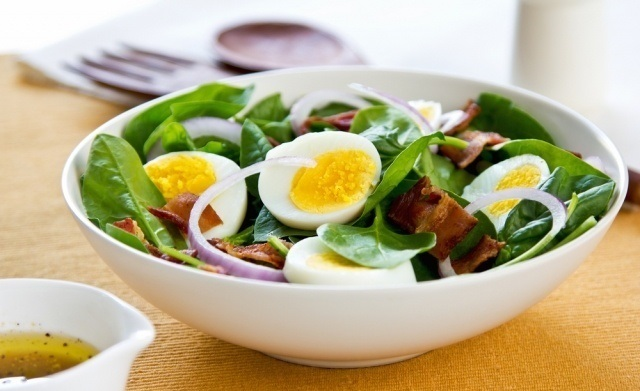 Keto salad with bacon