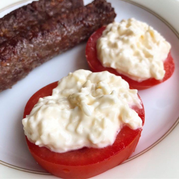 Tomatoes with cheese sauce